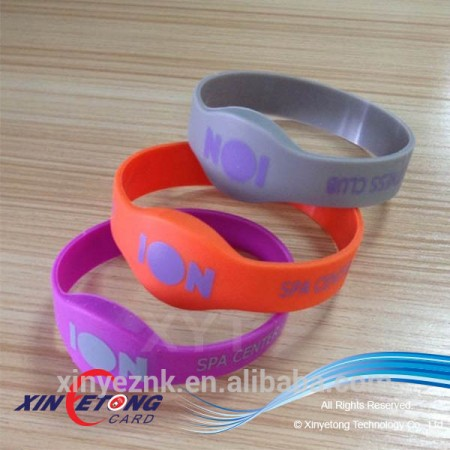13.56MHZ RFID Ultralight C pantone color silicone wristband for Swimming Pools